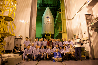 Launch campaign team before the composite
